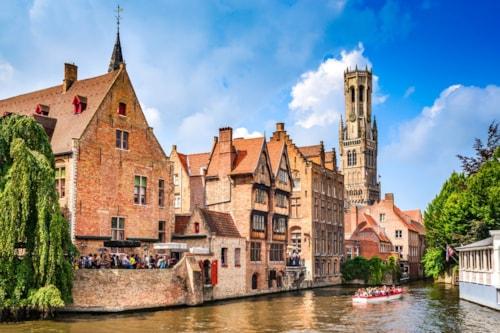 Landausflüge in Brügge: Brügge Kanal mit Häuserfront